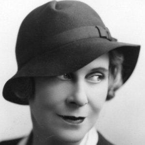 Clara Beranger Age, Birthday, Birthplace, Bio, Zodiac &  Family