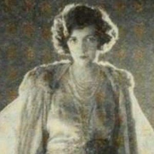 Constance Talmadge Age, Birthday, Birthplace, Bio, Zodiac &  Family