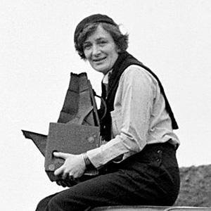 Dorothea Lange Age, Birthday, Birthplace, Bio, Zodiac &  Family