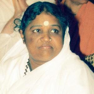 Mata Amritanandamayi Age, Birthday, Birthplace, Bio, Zodiac &  Family
